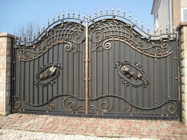 Brama kuta pełna